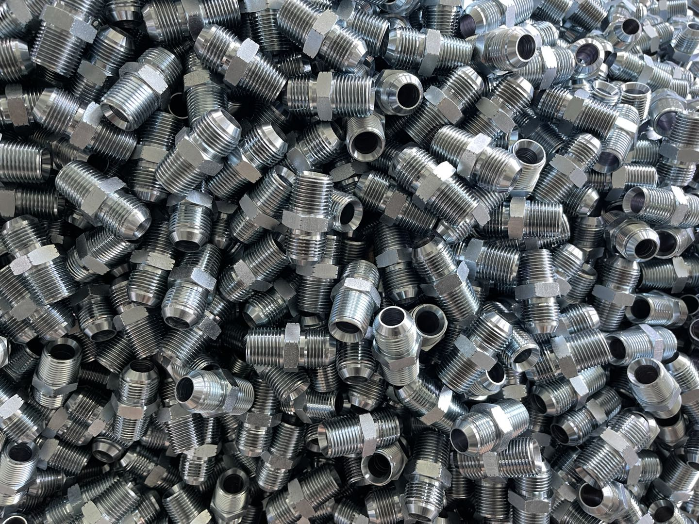 Actively respond to price adjustment-hydraulic fitting